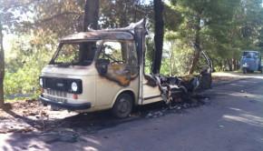 camper bruciato