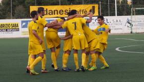 La gioia dopo il gol di Dessena