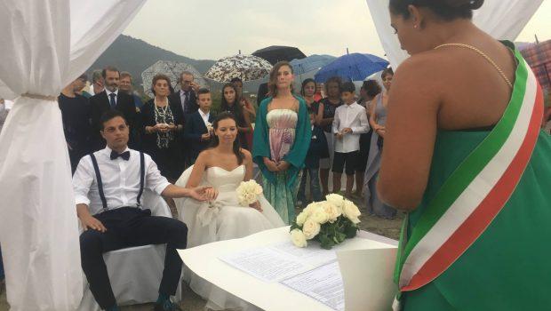 Matrimonio Spiaggia Sardegna : Un matrimonio da sogno sulla spiaggia di murtas