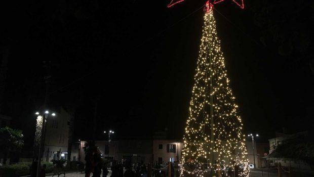 Albero Di Natale 6 Mt.Muravera In Piazza Un Albero Di Natale Alto 6 Metri Sardegna